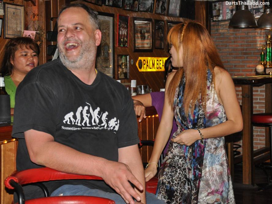 new_cowboybar_cow_girl_darts_knockout_sukhumvit_soi_22_bangkok_thailand_darts_007