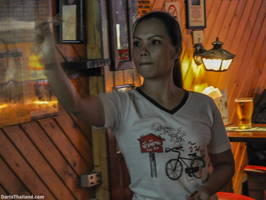 new_cowboybar_cow_girl_darts_knockout_sukhumvit_soi_22_bangkok_thailand_darts_009