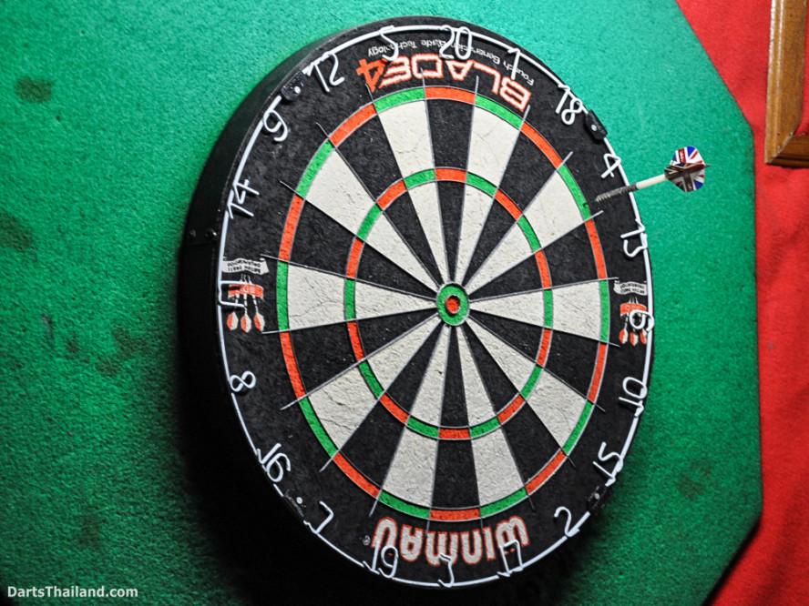 new_cowboybar_cow_girl_darts_knockout_sukhumvit_soi_22_bangkok_thailand_darts_010