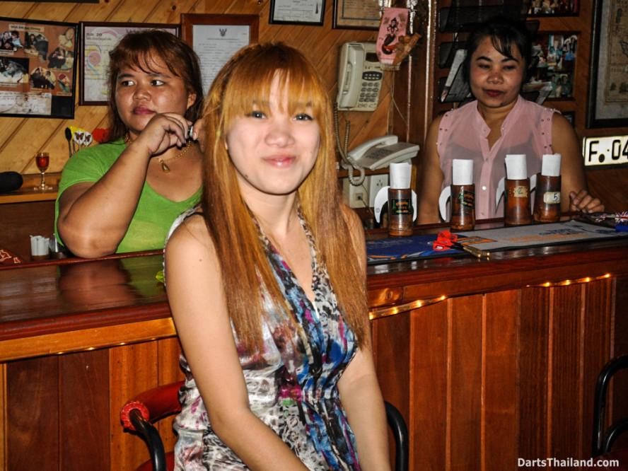 new_cowboybar_cow_girl_darts_knockout_sukhumvit_soi_22_bangkok_thailand_darts_011