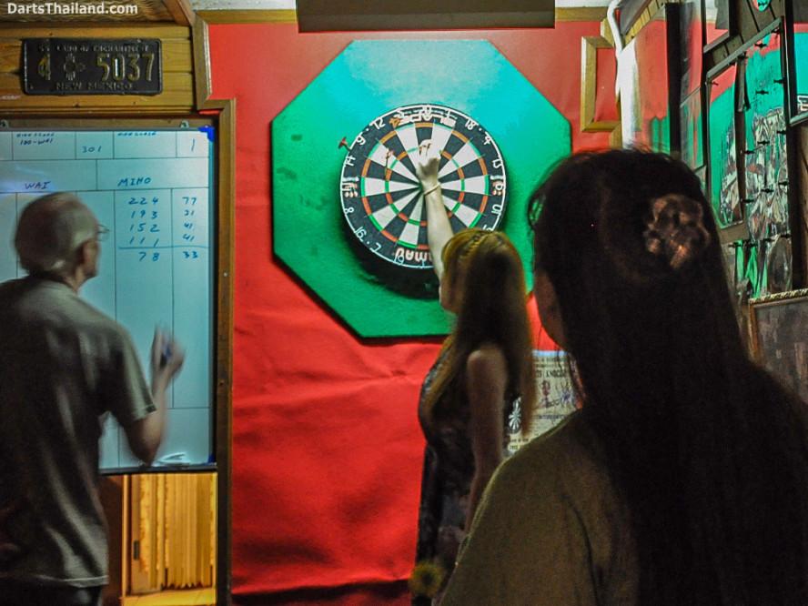 new_cowboybar_cow_girl_darts_knockout_sukhumvit_soi_22_bangkok_thailand_darts_012