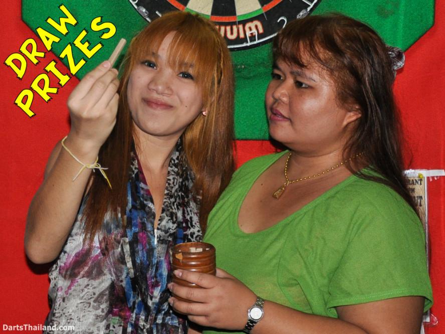 new_cowboybar_cow_girl_darts_knockout_sukhumvit_soi_22_bangkok_thailand_darts_015