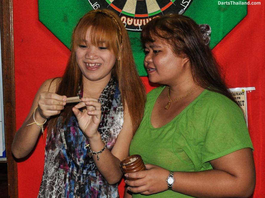new_cowboybar_cow_girl_darts_knockout_sukhumvit_soi_22_bangkok_thailand_darts_016