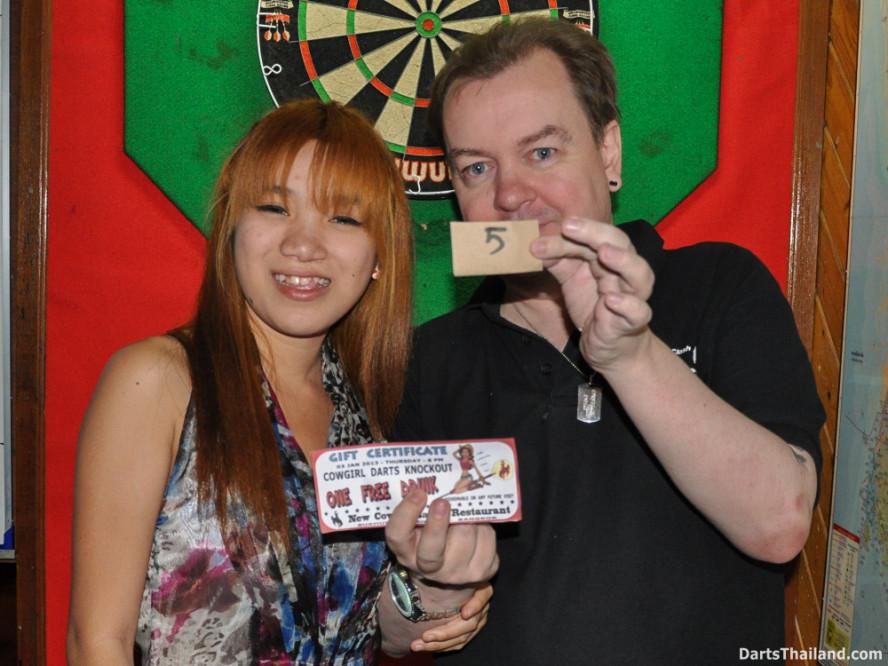 new_cowboybar_cow_girl_darts_knockout_sukhumvit_soi_22_bangkok_thailand_darts_017