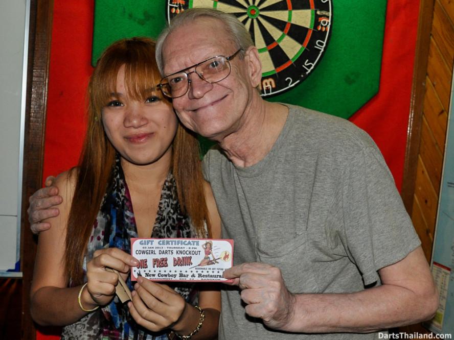 new_cowboybar_cow_girl_darts_knockout_sukhumvit_soi_22_bangkok_thailand_darts_019