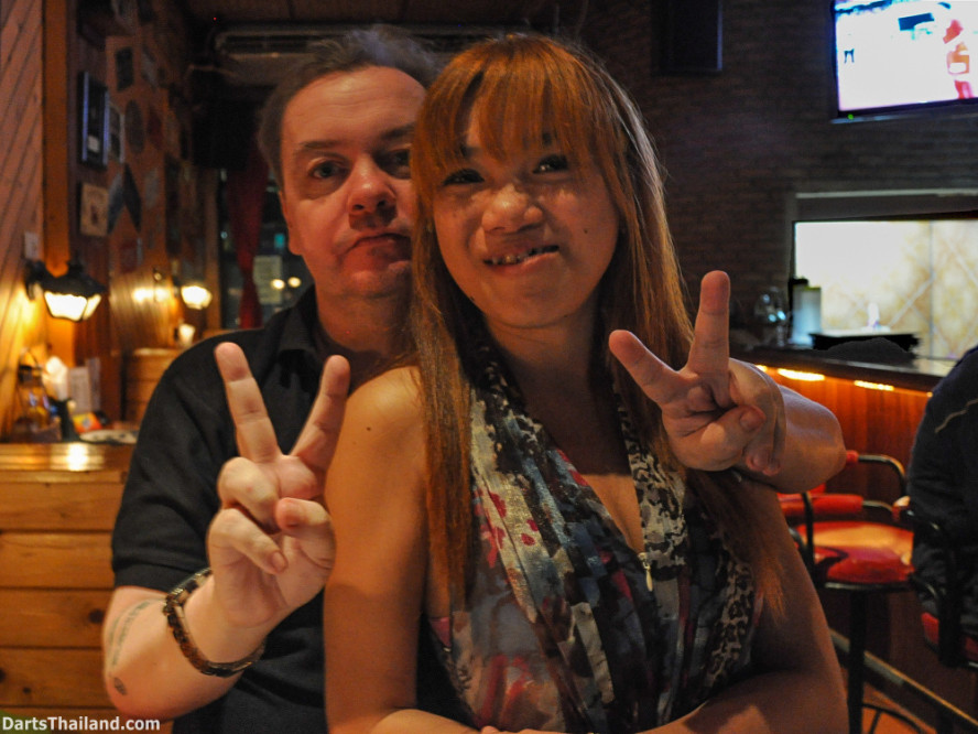 new_cowboybar_cow_girl_darts_knockout_sukhumvit_soi_22_bangkok_thailand_darts_023