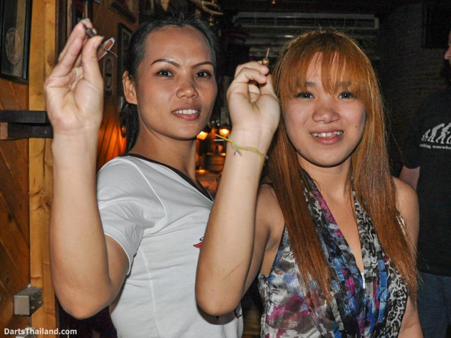 new_cowboybar_cow_girl_darts_knockout_sukhumvit_soi_22_bangkok_thailand_darts_027