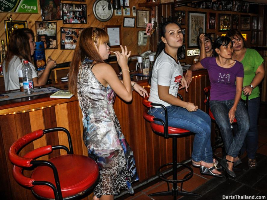 new_cowboybar_cow_girl_darts_knockout_sukhumvit_soi_22_bangkok_thailand_darts_039