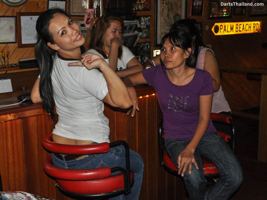 new_cowboybar_cow_girl_darts_knockout_sukhumvit_soi_22_bangkok_thailand_darts_049