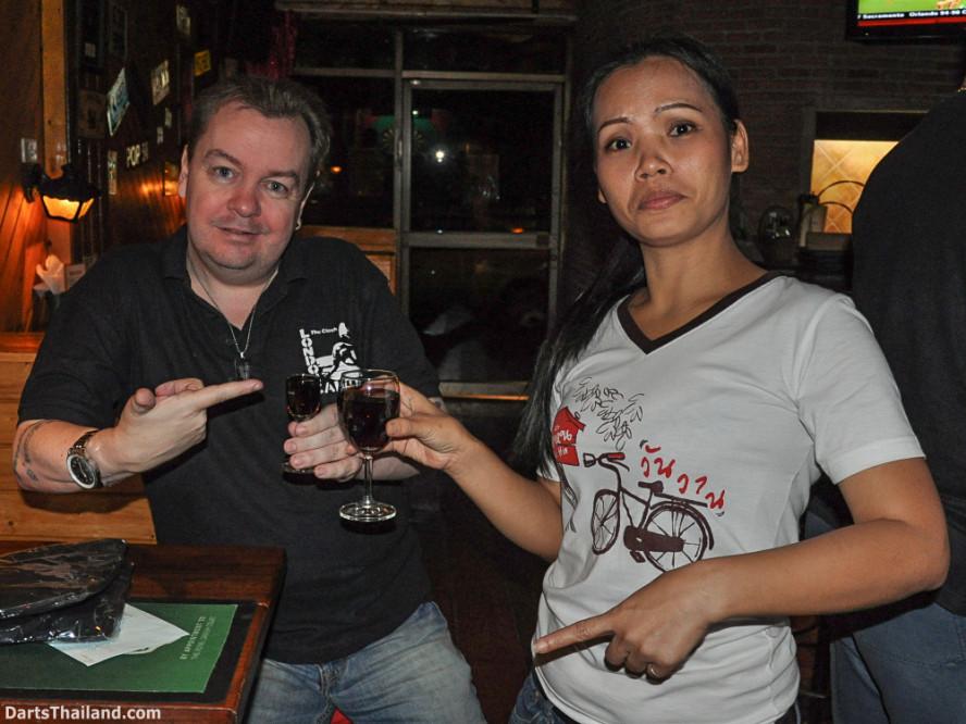 new_cowboybar_cow_girl_darts_knockout_sukhumvit_soi_22_bangkok_thailand_darts_055