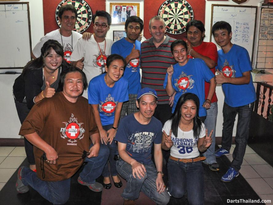 phil_taylor_darts_photo_bangkok_2013_domino_pub_soi_11_sukhumvit_035