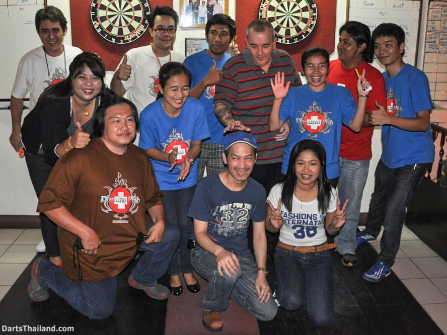 phil_taylor_darts_photo_bangkok_2013_domino_pub_soi_11_sukhumvit_036
