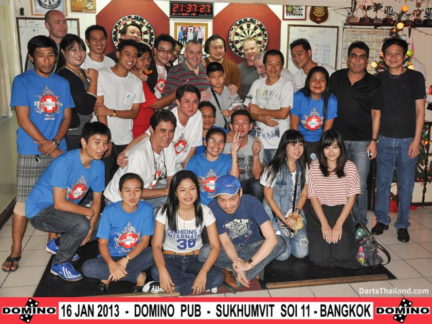 phil_taylor_darts_photo_bangkok_2013_domino_pub_soi_11_sukhumvit_037