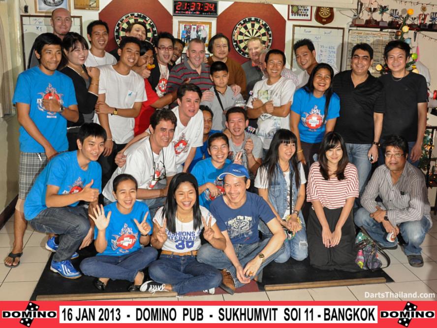 phil_taylor_darts_photo_bangkok_2013_domino_pub_soi_11_sukhumvit_038