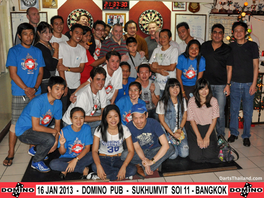 phil_taylor_darts_photo_bangkok_2013_domino_pub_soi_11_sukhumvit_039