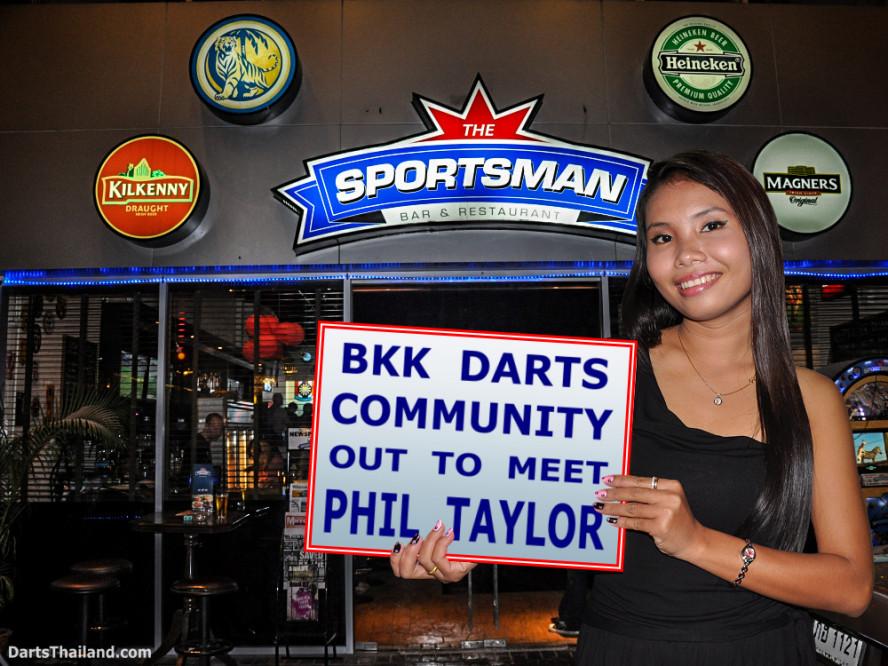 phil_taylor_darts_photo_bangkok_2013_sportsman_bar_soi_13_sukhumvit_050