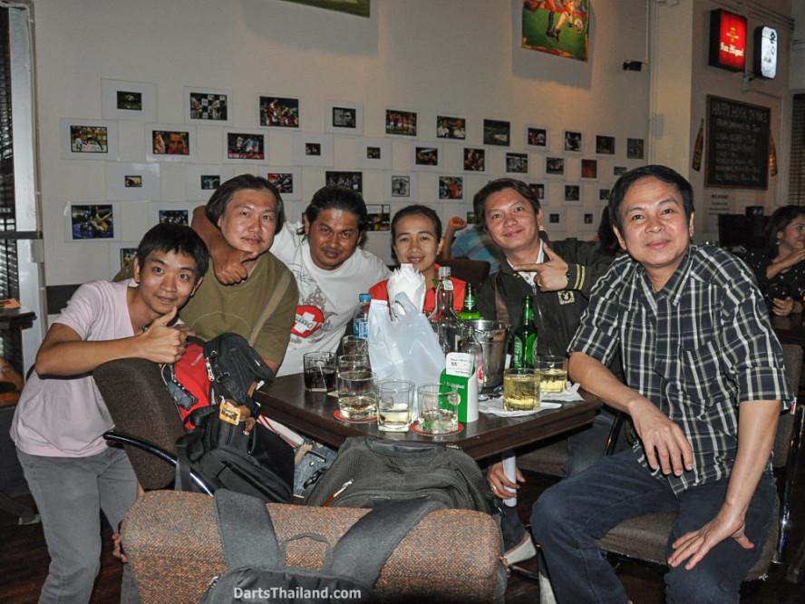 phil_taylor_darts_photo_bangkok_2013_sportsman_bar_soi_13_sukhumvit_055