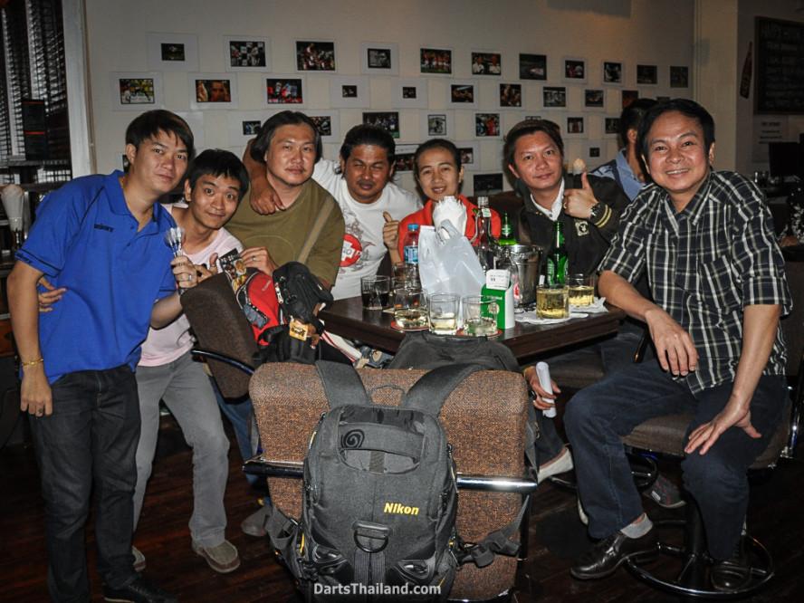 phil_taylor_darts_photo_bangkok_2013_sportsman_bar_soi_13_sukhumvit_056